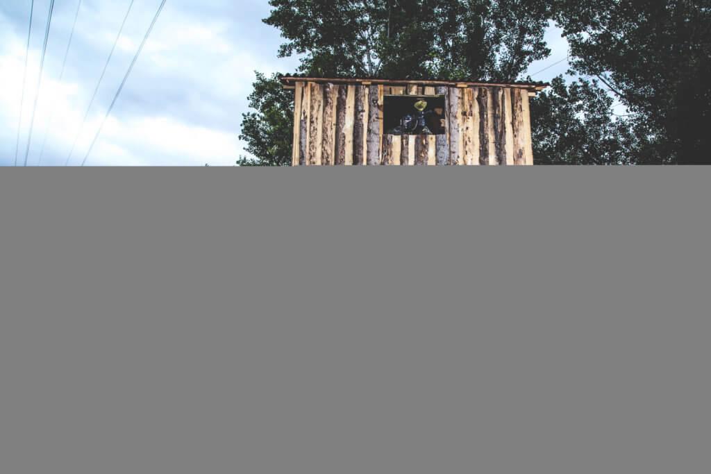 věž na paintballovém hřišti